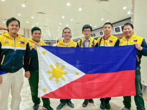 The Philippine delegation, including bronze medalist Robin Yu,
