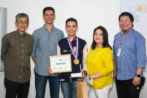 NOI.PH National Finals winner Aldrich Asuncion with his supportive family is joined by Martin Gomez for a photo.